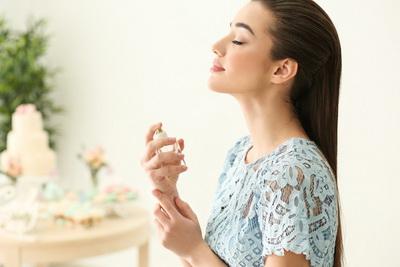 Женские Хитрости: Как продлить стойкость духов?