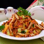 Салат с колбасой и сухариками «Обжорка»