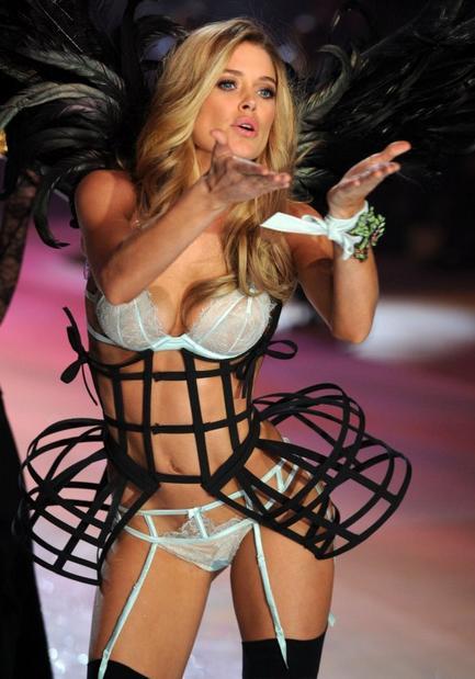 Ангелы Victoria's Secret: Какая должна быть женщина в спальне? (+Фото)