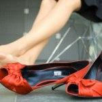 Женские хитрости: Нетрадиционный метод борьбы против натирания обуви!