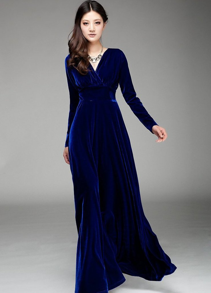 Бархатное платье с длинным рукавом