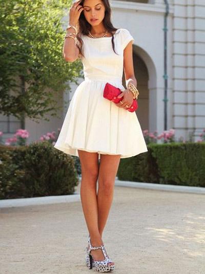 Какое платье одеть белое или красное