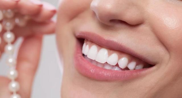 Женские Хитрости: Как отбелить зубы в домашних условиях?