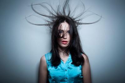Что делать, когда электризуются волосы? 7 Путей решения