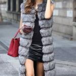 Как и с чем модно носить меховой жилет? Фото