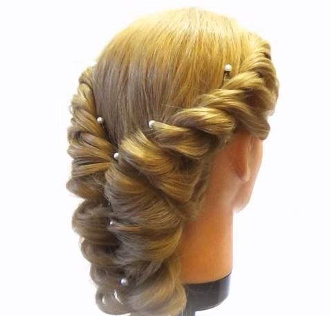 Объемное плетение на средние волосы