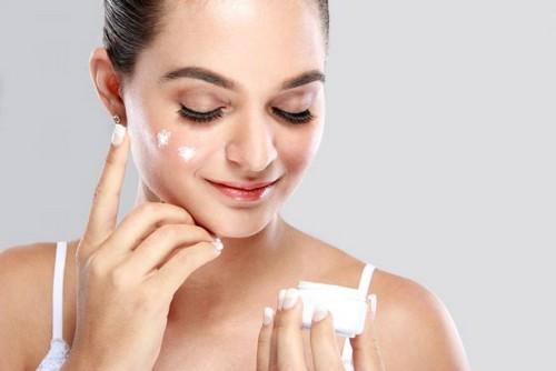 Как наносить и выбрать ночной крем для лица?