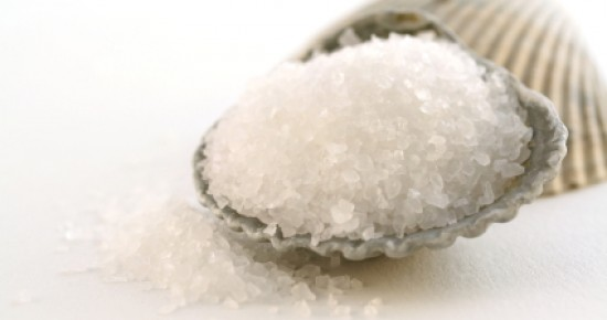 Ванна против целлюлитной кожи с эфирными маслами и морской солью