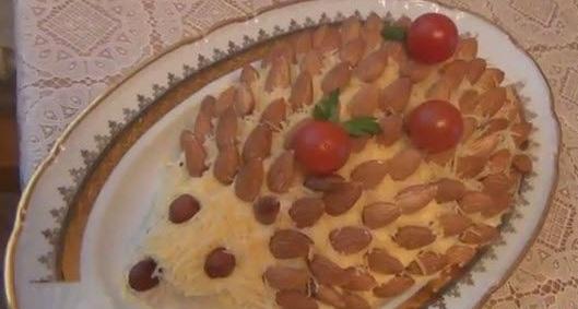 Праздничный веселый салат Ёжик! (Видео)