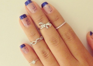Модный тренд: Кольца на ногти и фаланги пальцев Фото