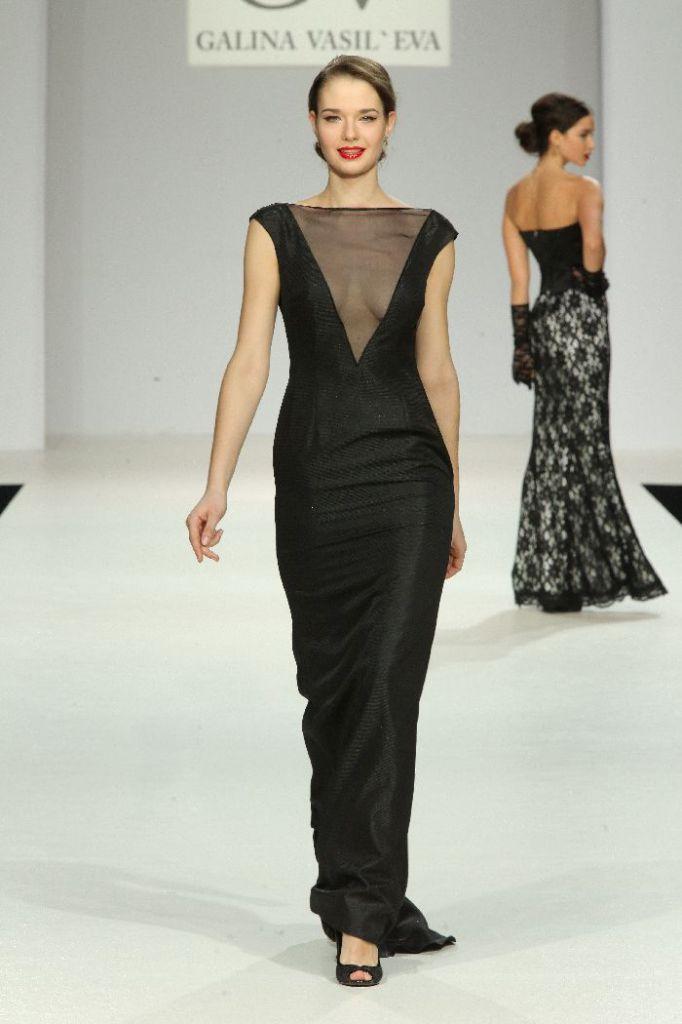Платье с глубоким вырезом: Соблазнительная элегантность