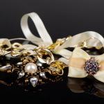 Как выбрать, носить и хранить базовые украшения? Видео
