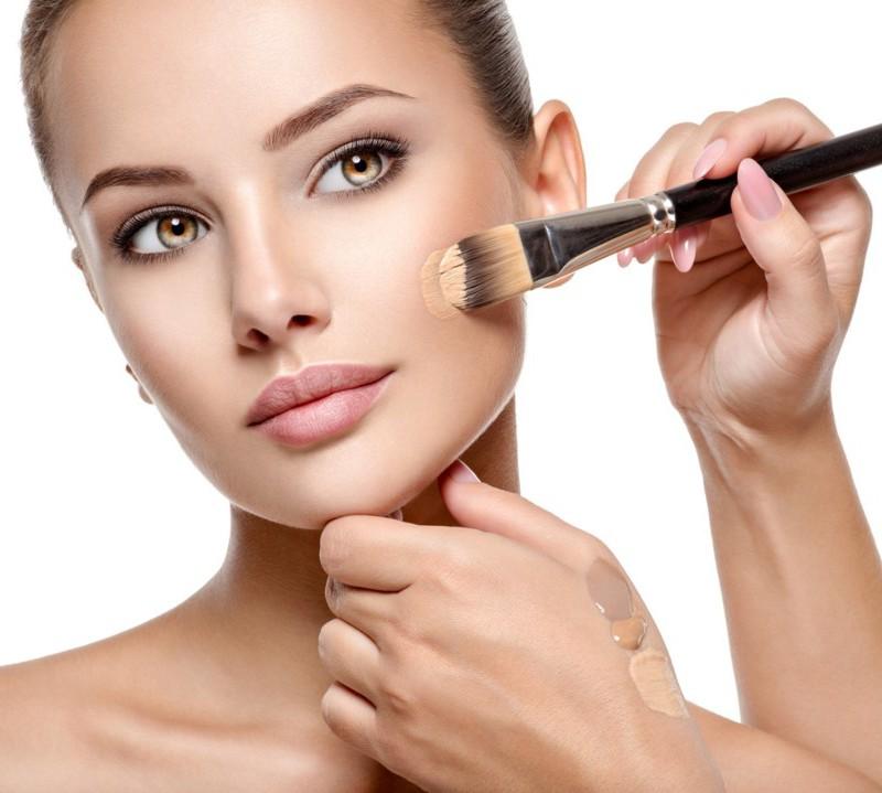 Как правильно наносить тональный крем на лицо?